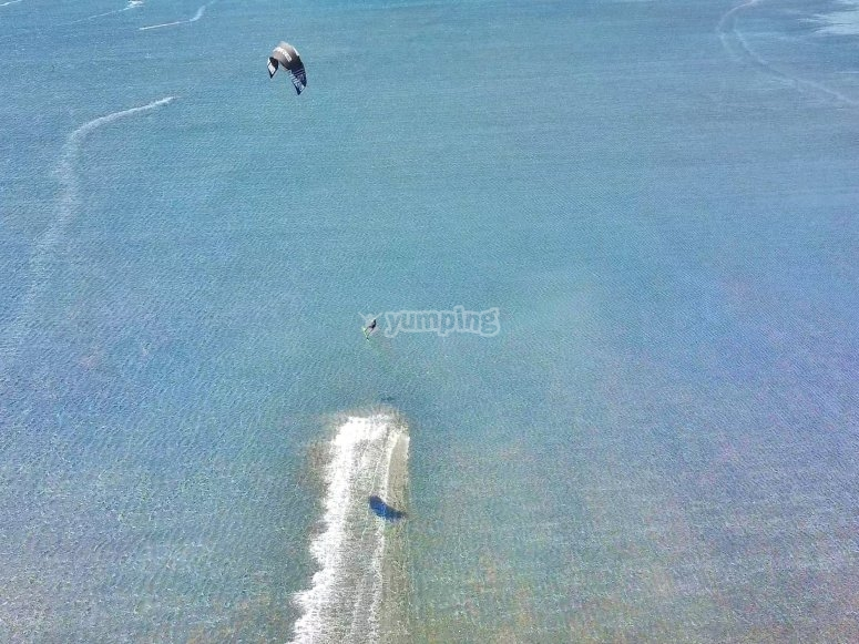 Riding the waves in kitesurfing