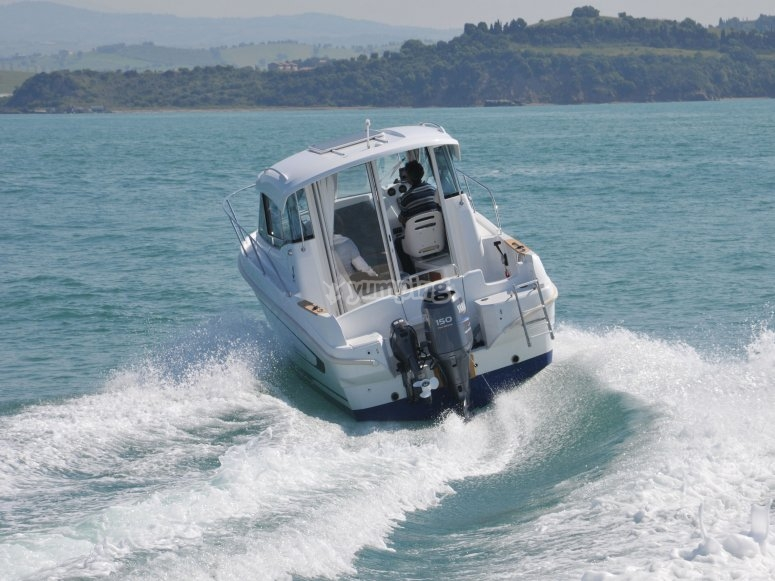Barca Beneteau Antares 750