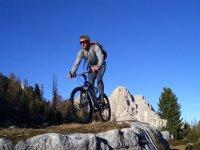 Mountainbike tra sentieri