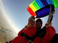 Con il paracadute aperto