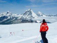 A pause per godersi le Alpi
