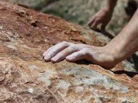 Mani rovinate dalle rocce