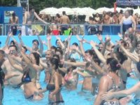 Balli in piscina