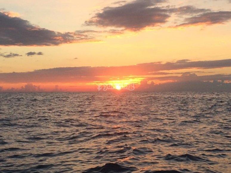 bellissimo tramonto sul mare