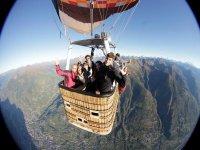 Volo in compagnia sulle Alpi