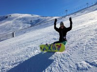 Giovani sullo snowboard