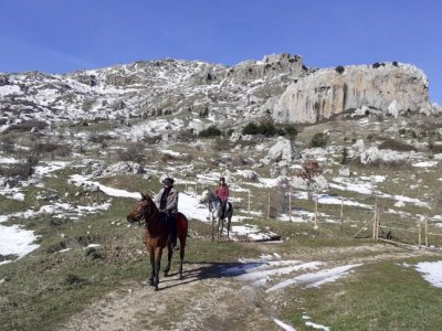 Horse ride Geraci Siculo with lunch 8h