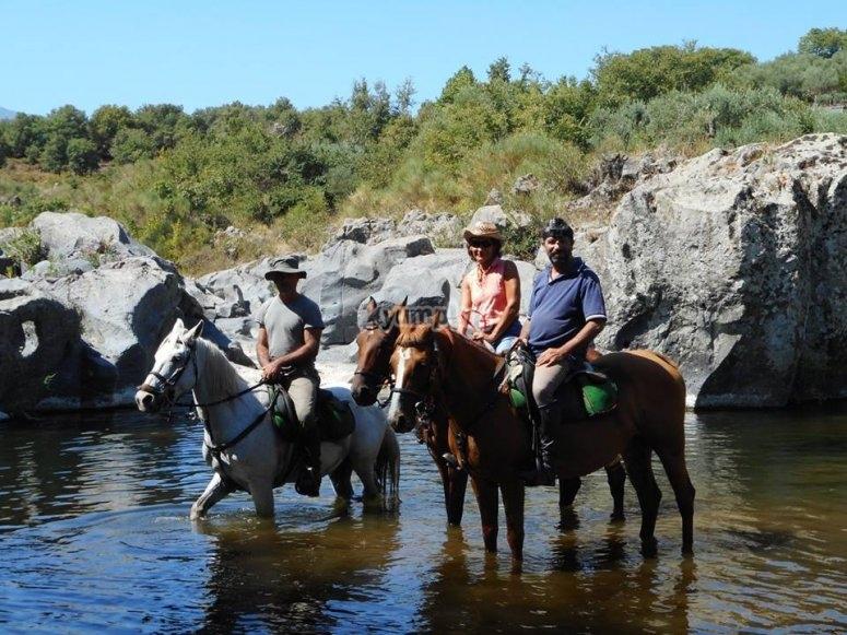 Nel fiume a cavallo