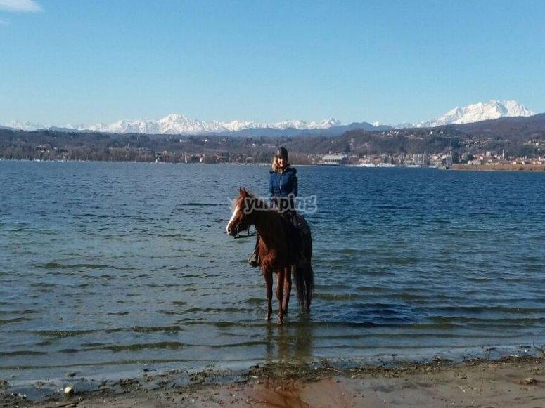 Un bagnetto al lago