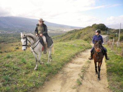 Passeggiata a cavallo romantica Etna + Vino