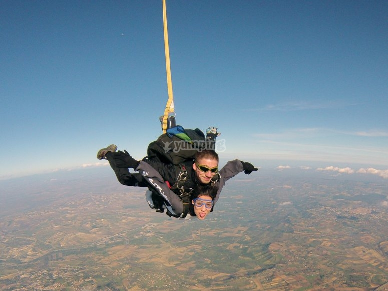 Linguaccia e paracadute aperto