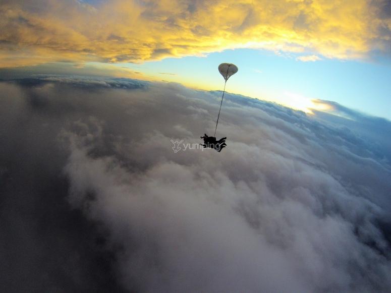 Apertura paracadute