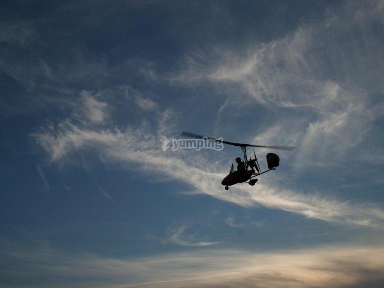 Il deltaplano a motore é un'esperienza unica