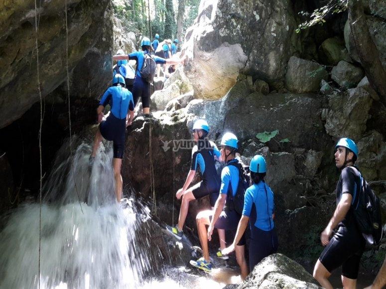 Scalando il torrente Finocchia