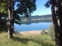 Un bel lago durante la passeggiata