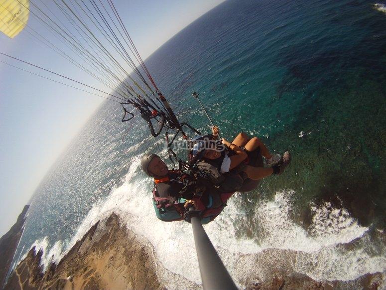 Volando sul mare in Parapendio