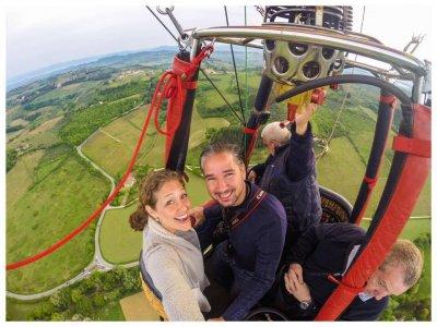 Volo ESCLUSIVO per due in mongolfiera in Toscana