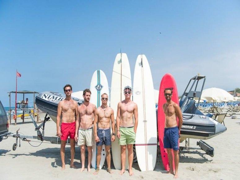 Allievi della scuola surf