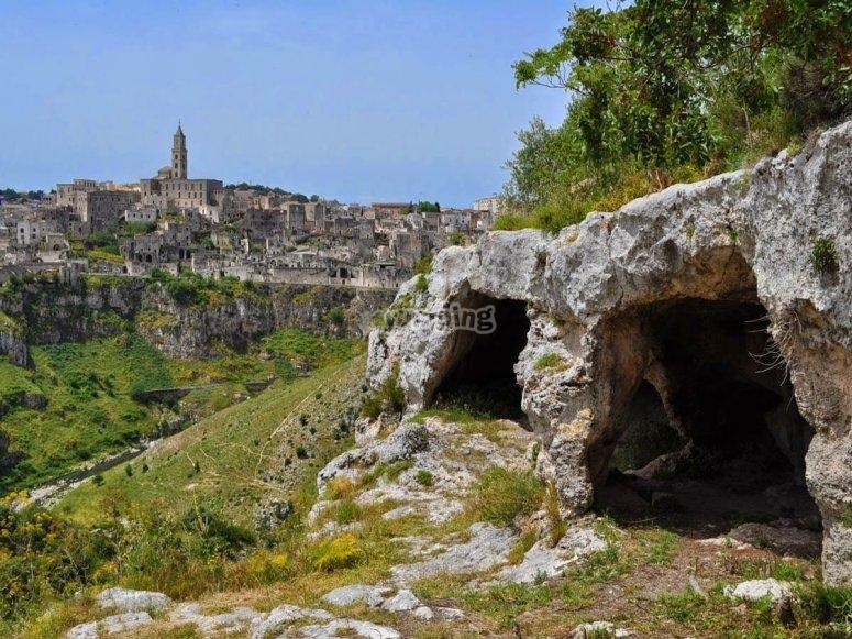 Le grotte e la vista su Matera