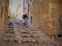 In mountain bike sui Sassi
