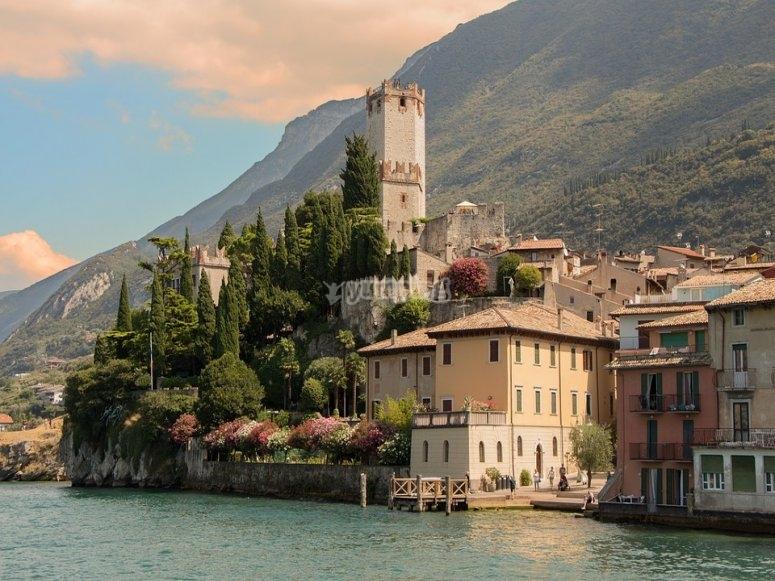 Il panorama mozzafiato del lago di Garda
