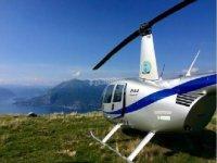 In elicottero sul lago