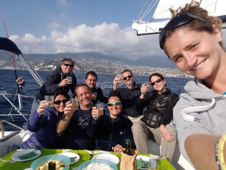 Un bel pranzo a bordo