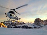 Un elicottero e tanta neve