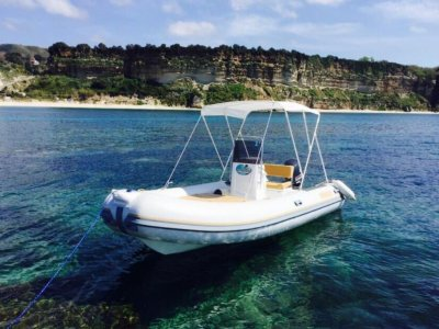 Boat rental in Tropea without a license in August