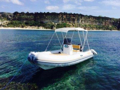Noleggio gommone a Tropea senza patente agosto