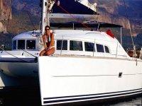 Enjoy life on board the boat !!