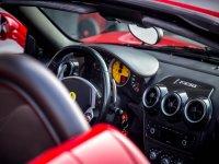 Elegante interno di una Ferrari