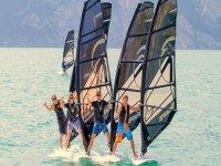 Corso di windsurf nel lago