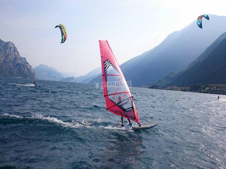 Noleggia uno dei nostri windsurf