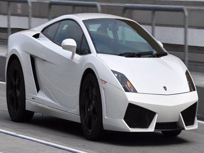 Cinque giri in Lamborghini sul circuito di Viterbo