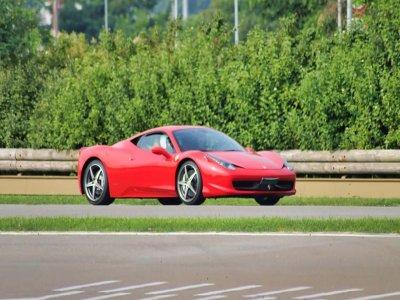Tre giri in Ferrari f458 sulla pista Azzurra 2 ore