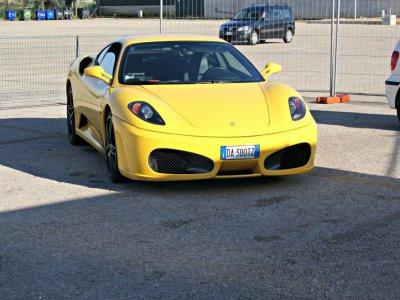 Quattro giri in Ferrari sul circuito di Jesolo