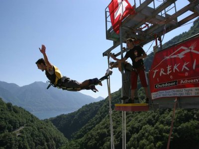 Bungee jumping da 220m diga di Varzasca 45 minuti