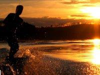 Wakeboard et coucher de soleil