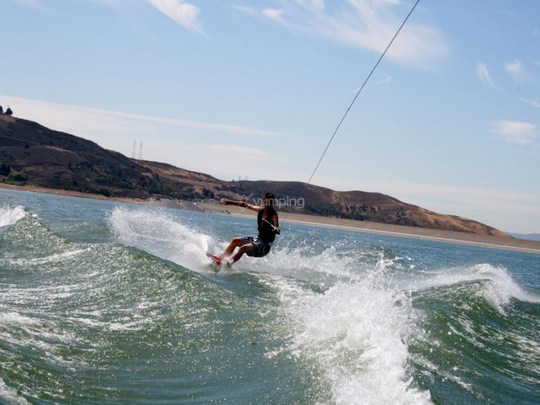 Sulle onde con il wakeboard