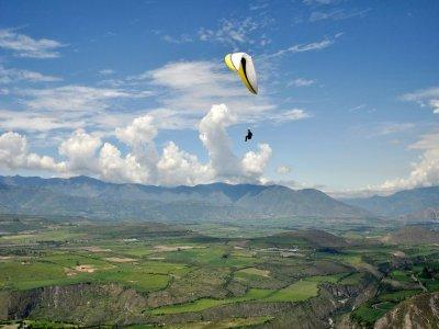 Volo in parapendio acrobatico 1ora monte Bargiglio
