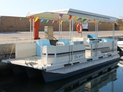 Charter catamaran 40 hp Le Castella 8 hours