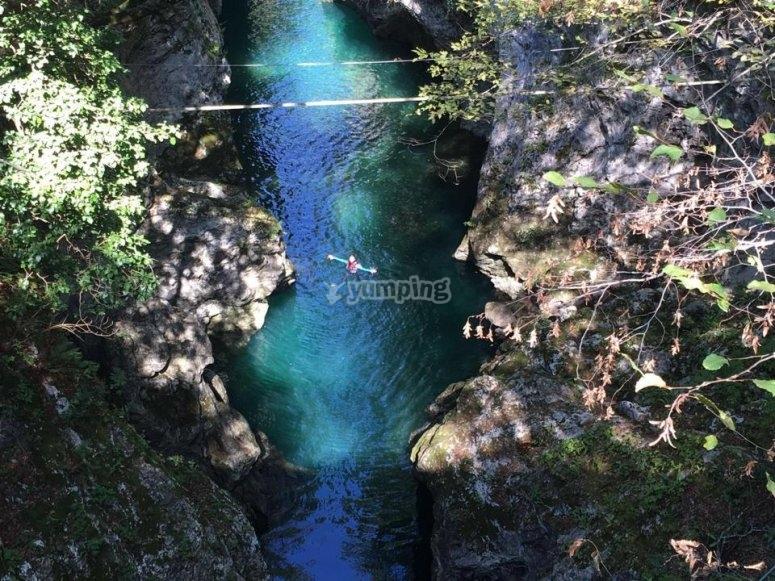 Un tuffo dove l' acqua e più blu