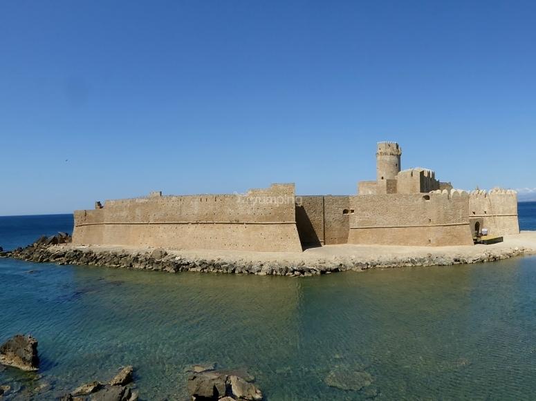 Le Castella dal mare