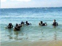 istruttori e subacquei in mare