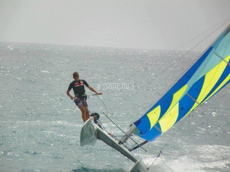 Catamarano in azione
