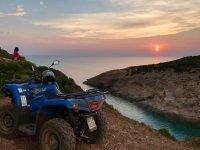 sosta in quad al tramonto