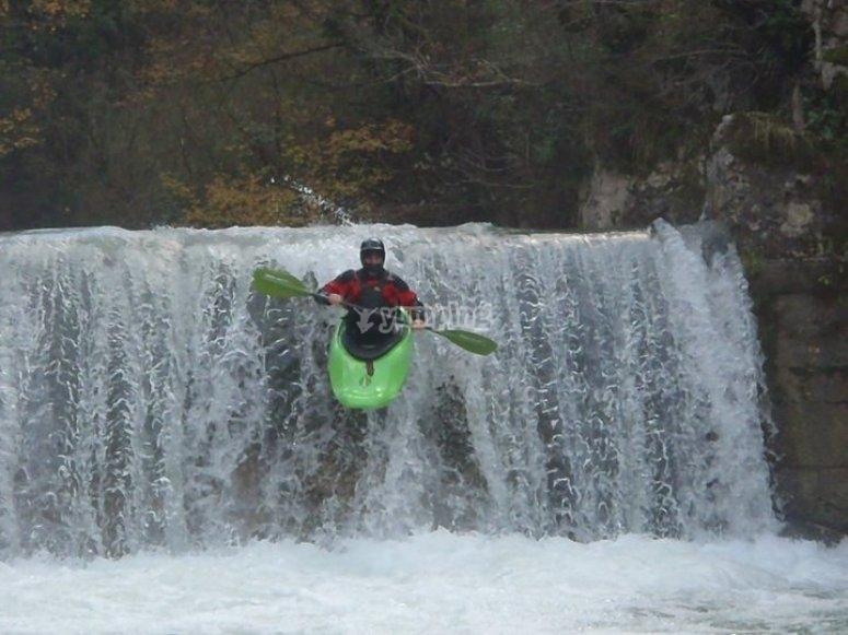 Giù per la cascata