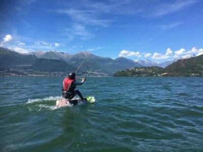 Corso base di kitesurf sul Lago di Como 5 ore