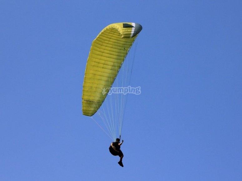 Prova il volo in parapendio